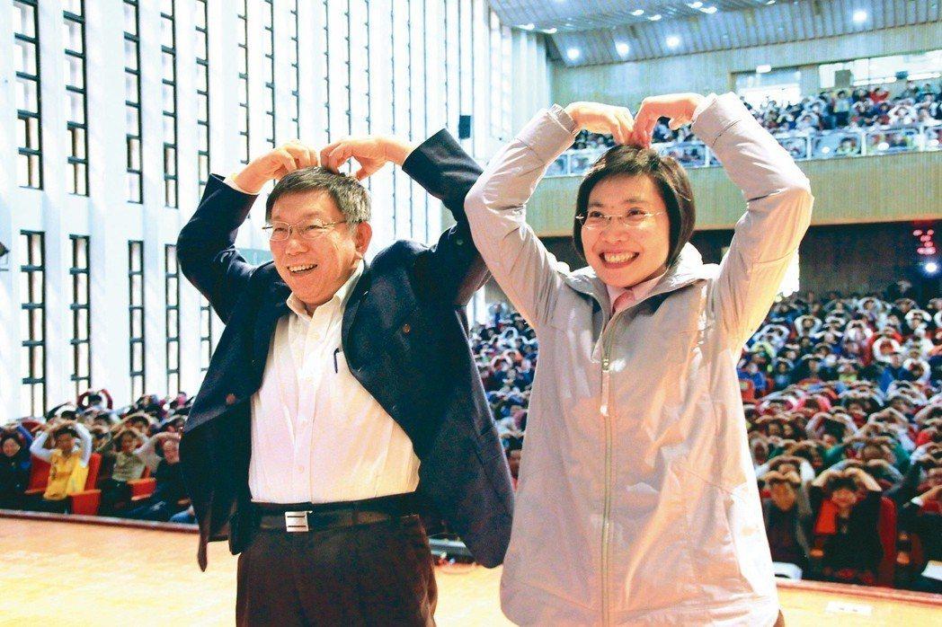 台北市長柯文哲(左)這二天跨區跑透透,日前跟民國黨主席徐欣瑩(右)「政治結盟」。...