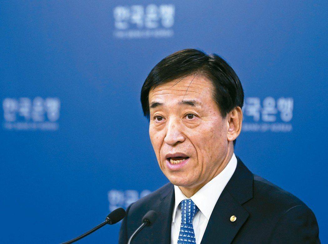 連任南韓央行總裁的李柱烈是資深貨幣政策專家,在央行已效力41年;他向來倡導央行的...