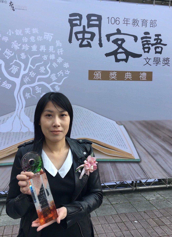 大葉大學公關中心的李桂媚希望有一天可以出一本台語詩集 大葉大學/提供。