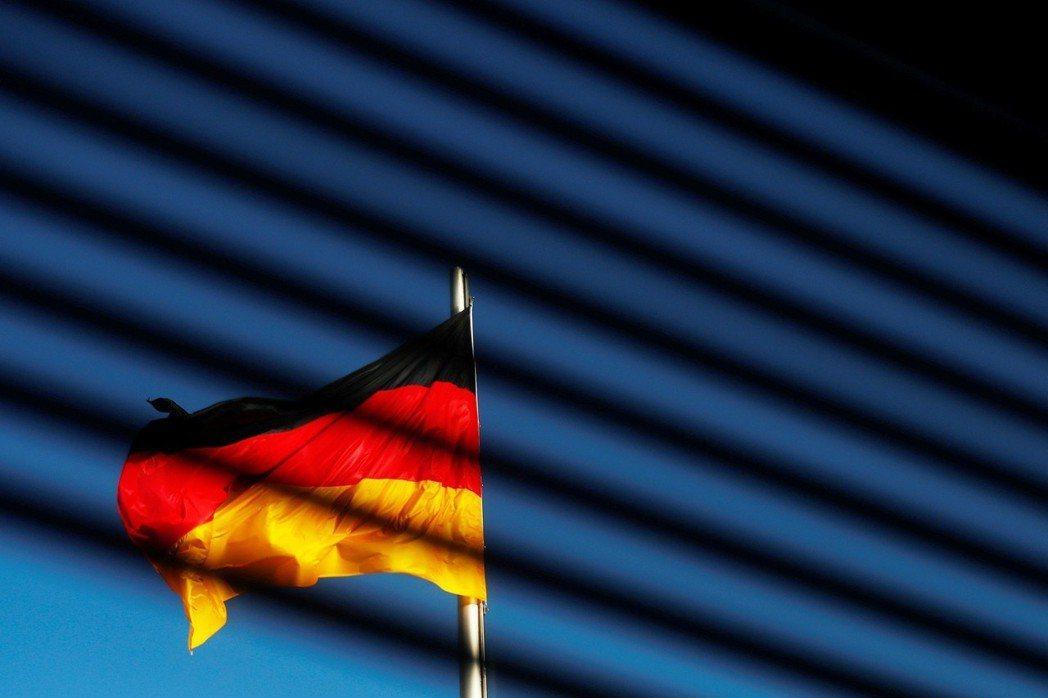 在德文中有被稱為das generische Maskulinum的用法,亦即以...