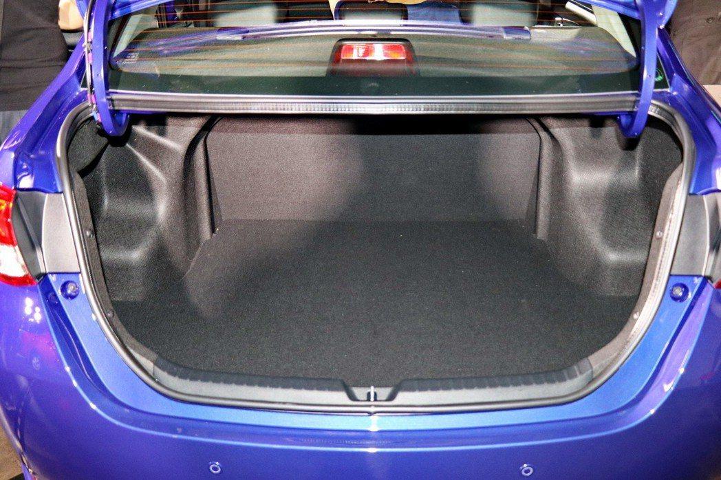 TOYOTA VIOS小改款後車廂維持優異表現。 記者陳威任/攝影