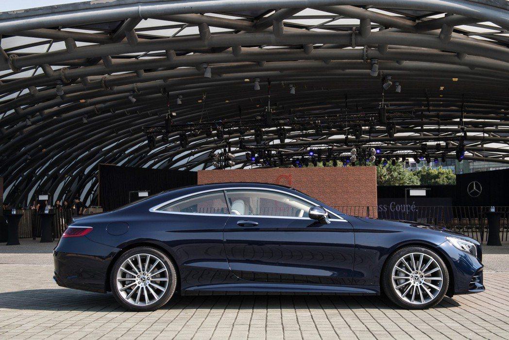 尊榮跑格,是首見The new S-Class Coupe所傳達的第一印象。 圖...