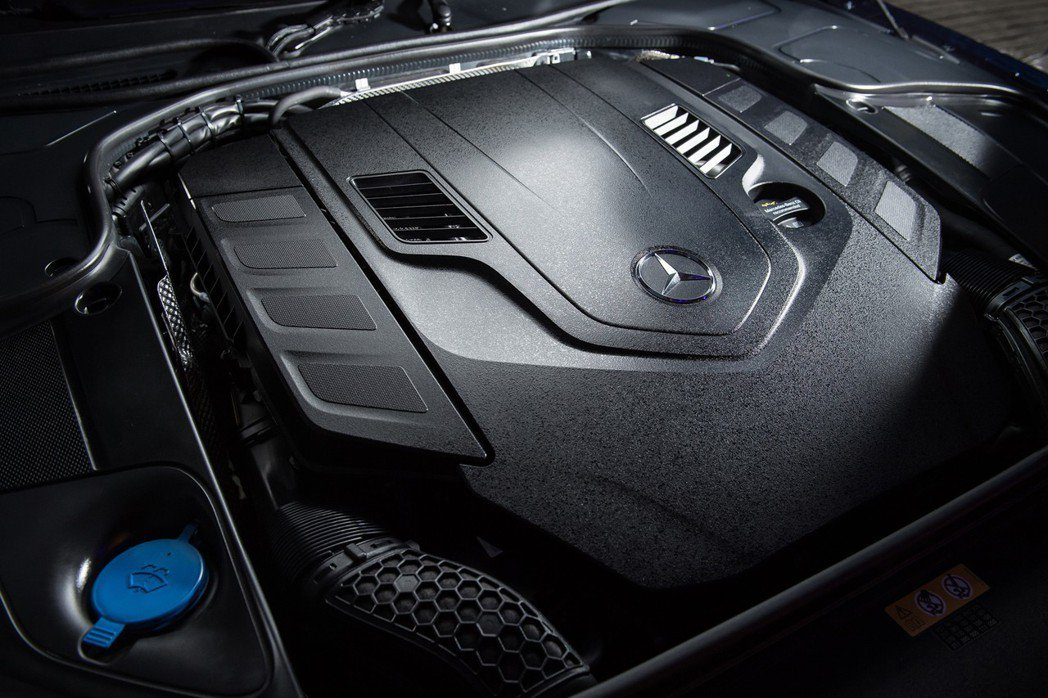 The new S-Class Coupe換上全新的M176 V8引擎,在提供更...
