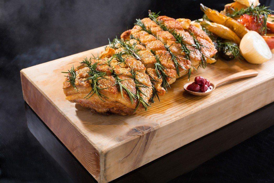 台北君悅酒店-美味九宮格- 凱菲屋-爐烤脆皮豬腹肉。