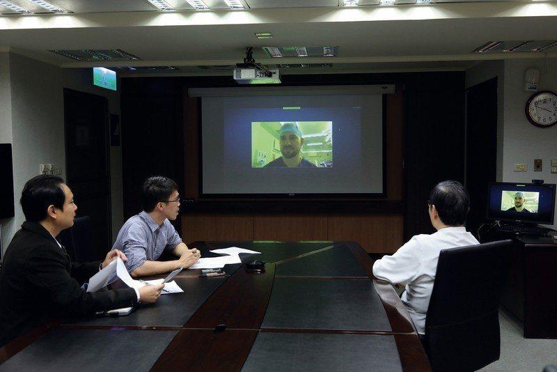 來自英國的Anton,在台灣學成歸國後,立刻就被延攬至牛津大學醫學院工作,圖為視...