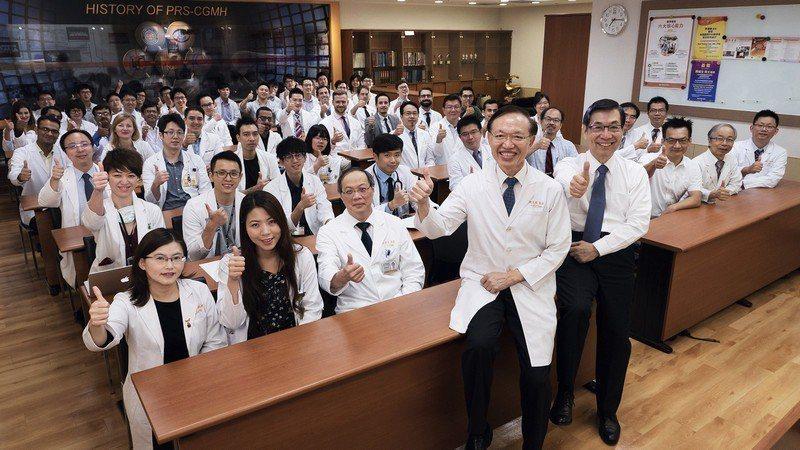 來自世界各國的研究員及訪問學者,參加長庚整形外科的晨會研討。 (長庚醫院整形外科...