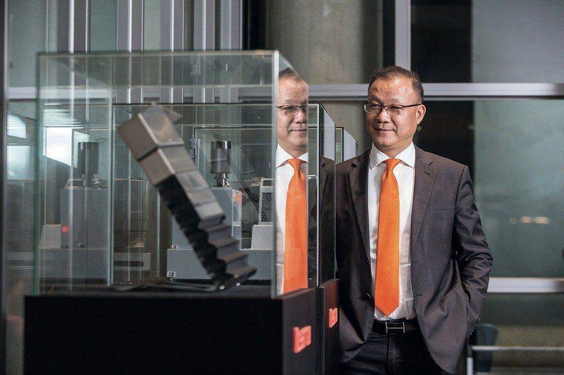 台灣引興董事長王慶華以精實生產重新定義製造業價值。 (林旻萱攝)