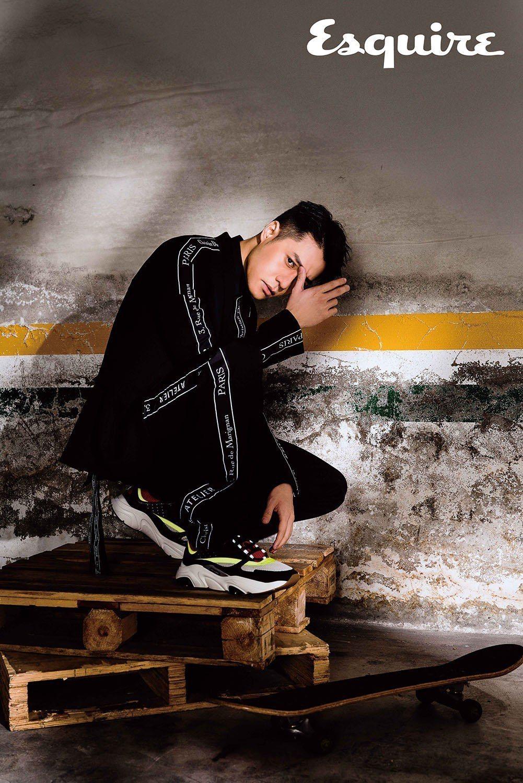 西裝外套、西裝褲、無袖襯衫、小牛皮運動鞋 by Dior Homme