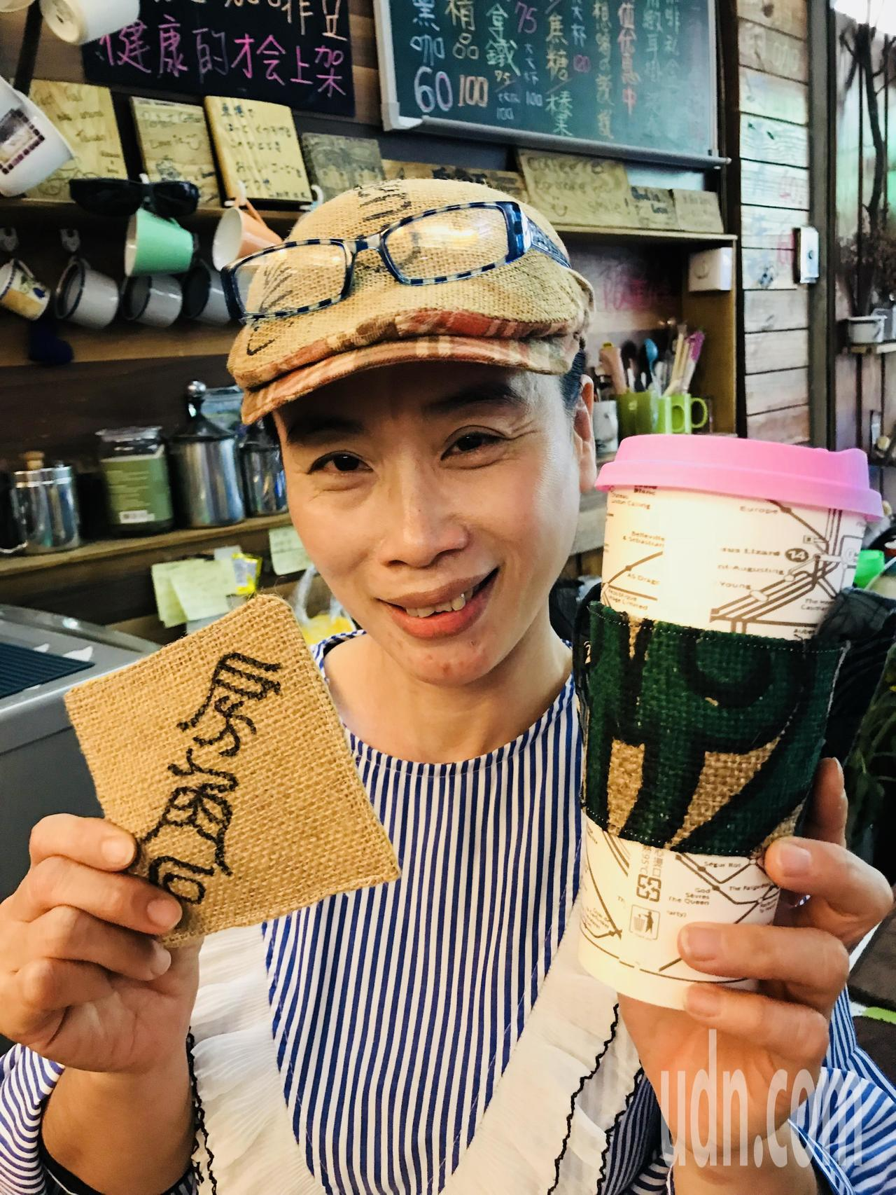 徐津津今年初也設計出適合外帶使用的「杯袋」(圖右)。記者蔣繼平/攝影