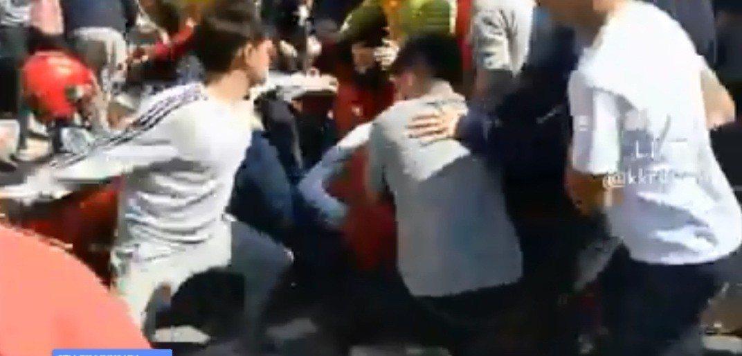 媽祖回鑾遶境發生信眾被圍毆。 圖/翻攝臉書黑色豪門企業