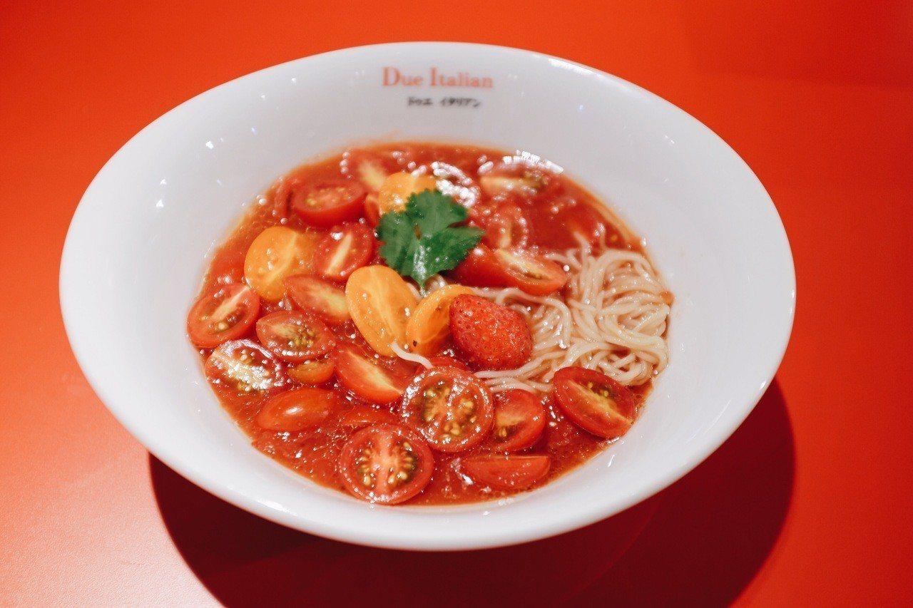 沙拉風番茄冷拉麵,售價320元。記者沈佩臻/攝影