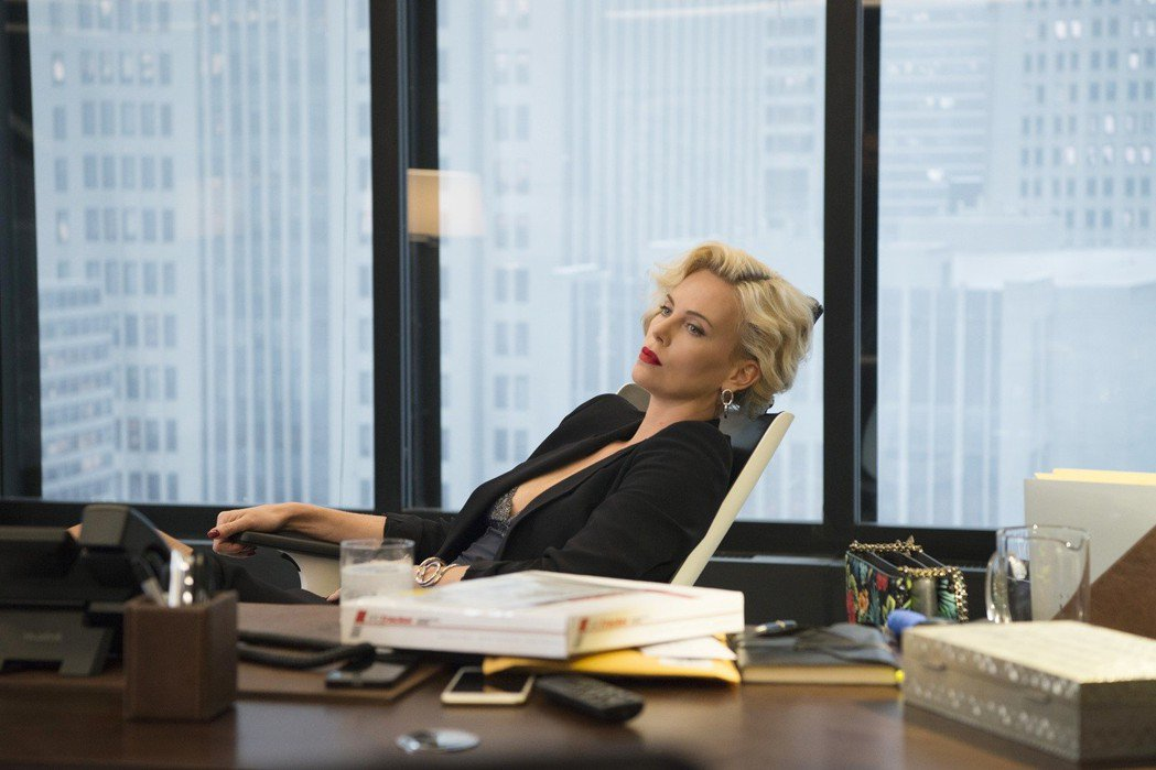 莎莉賽隆在「老闆好壞」中演出壞老闆。圖/Catchplay提供