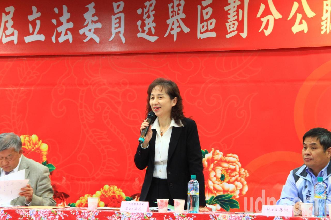 中央選舉委員會選務處長高美莉也到場聆聽,她說會把鄉親的聲音帶回去轉達。記者郭政芬...