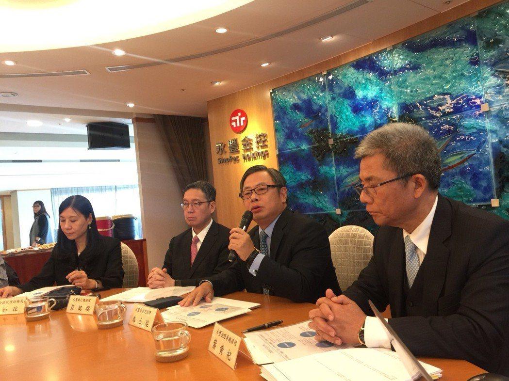 永豐金控今總經理朱士廷表示,將成立永續及誠信委員會,擴大IT基礎投資,並重視客戶...