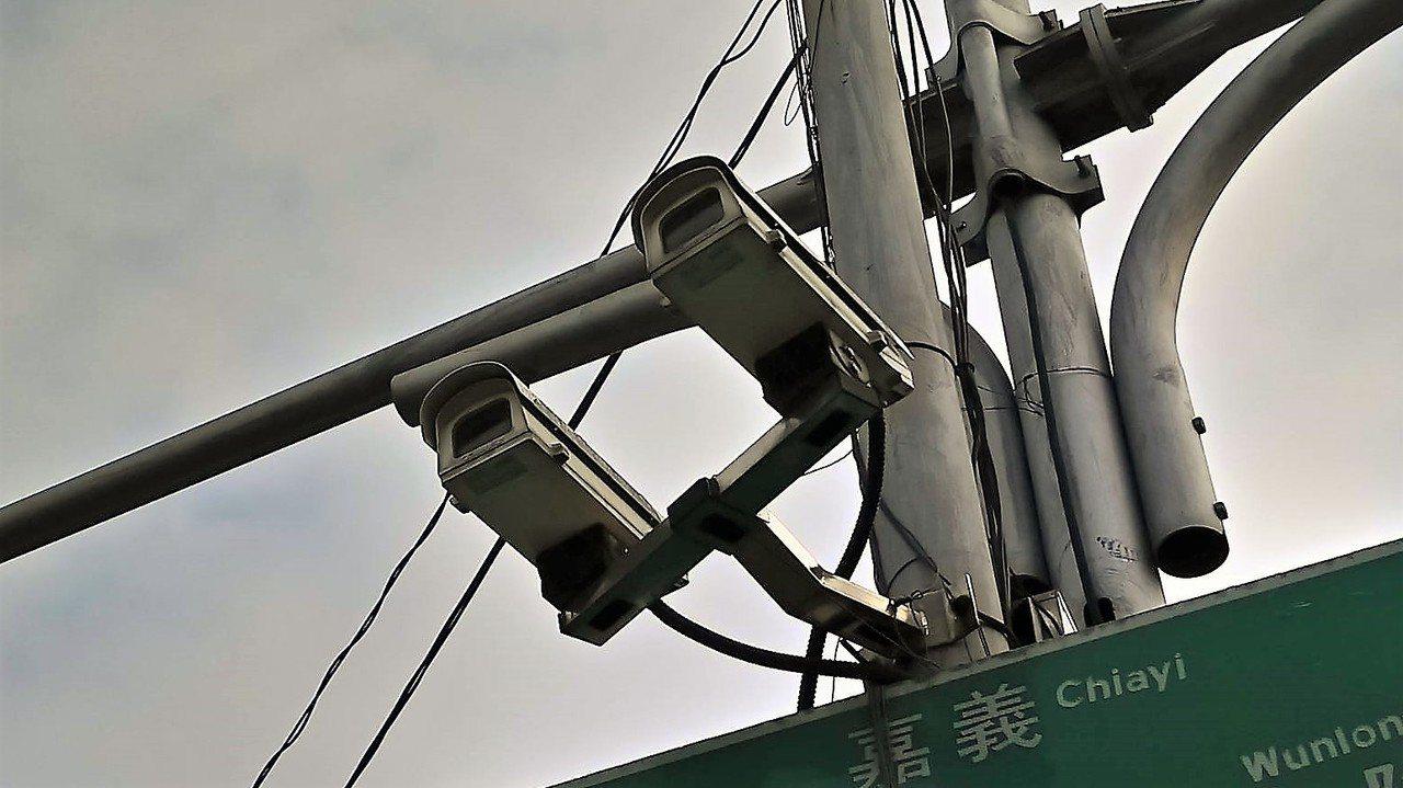 嘉義縣警局各鄉鎮雖設有監視器,但民眾認為普及率、效益不足。記者卜敏正/攝影
