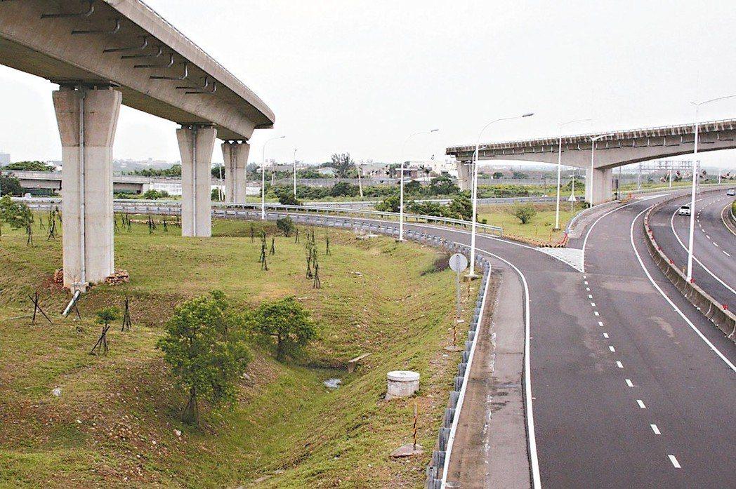 國道2號國2甲快速道大園交流道「天空斷橋」,預定本月底動工。 記者曾增勳/攝影