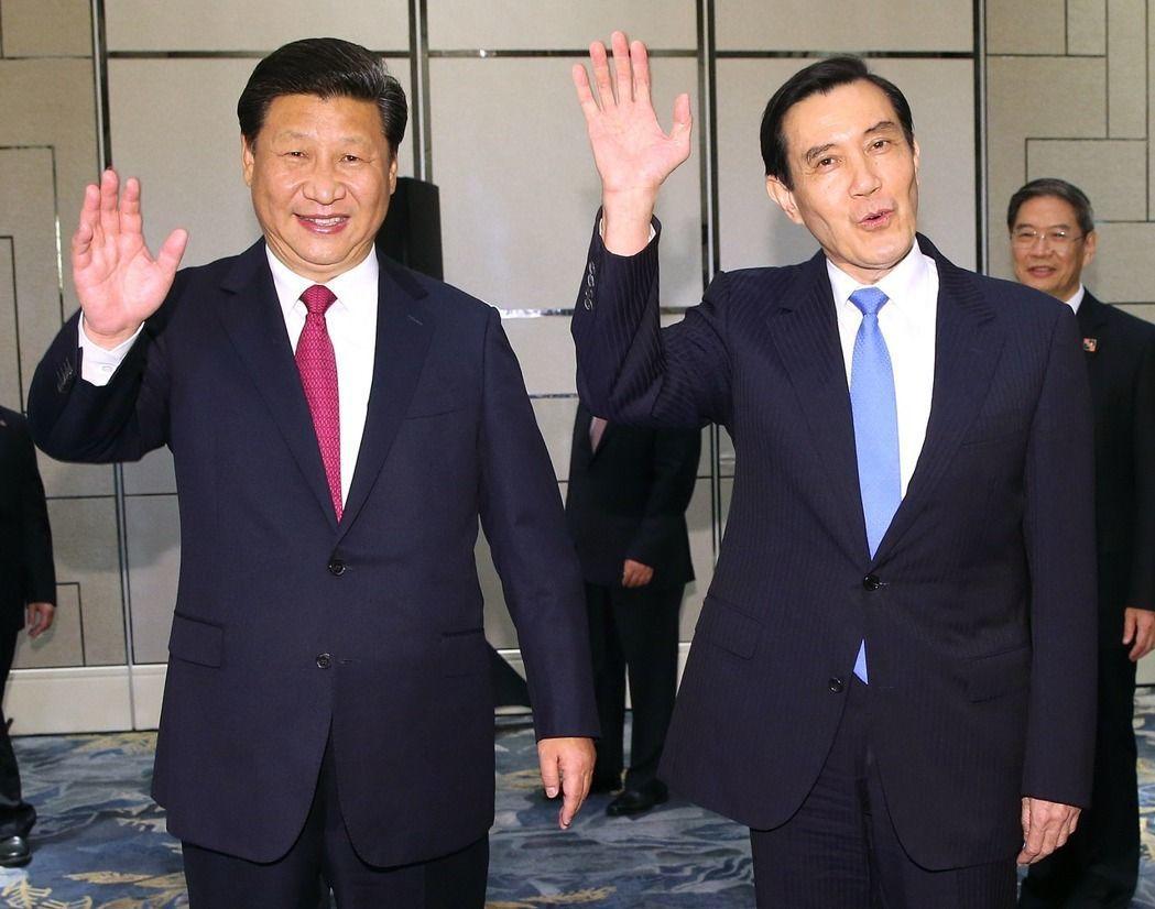 圖為2015年馬習會,中國國家主席習近平(左)與前總統馬英九(前右)。報系資料照