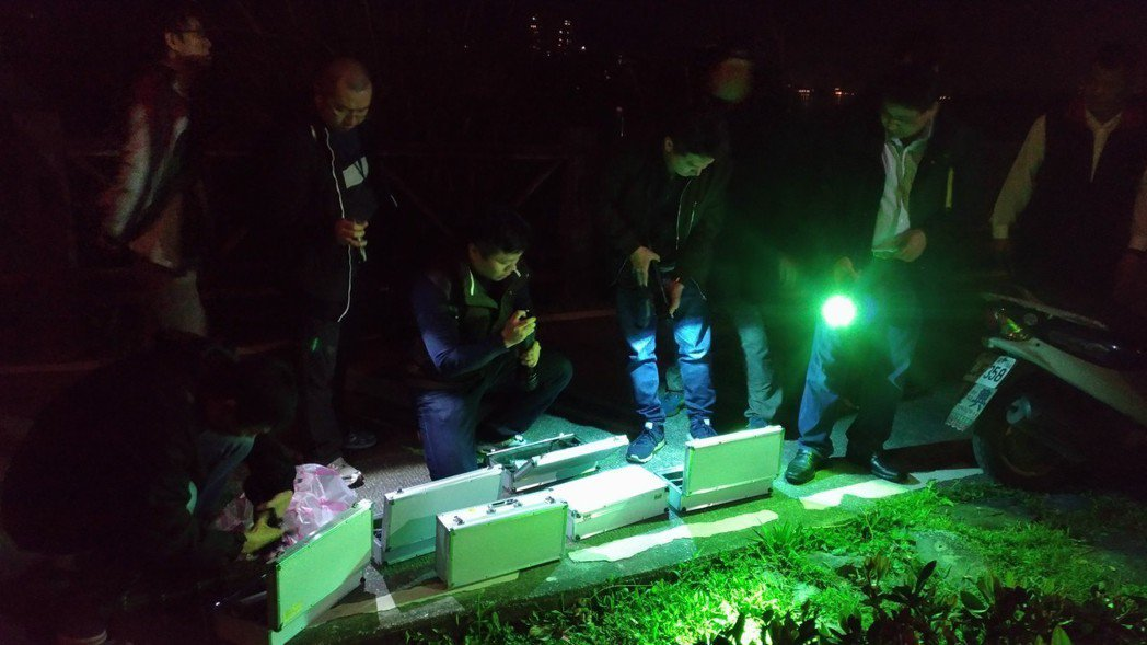 警方在竹圍搜尋香港籍潘女遺體。記者林昭彰/攝影