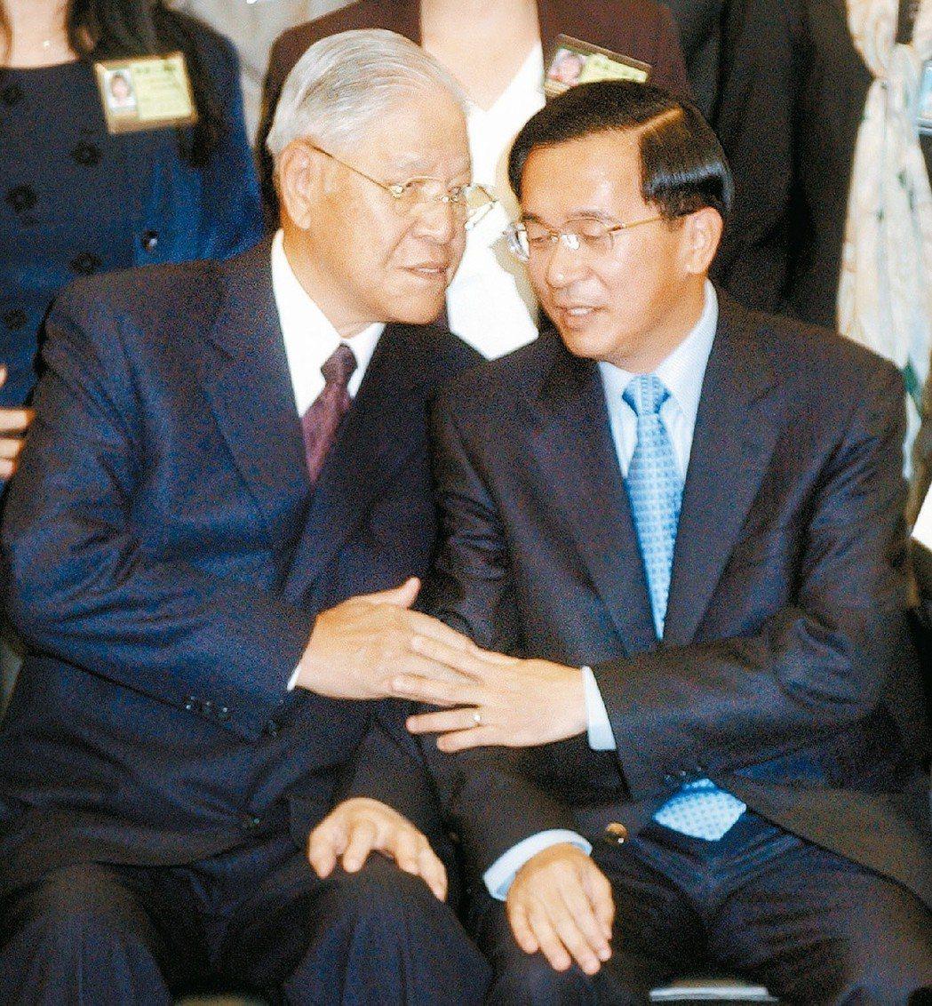 李登輝(左)、陳水扁兩位前後任總統,影響台灣政治長達20年。 圖/聯合報系資料照...