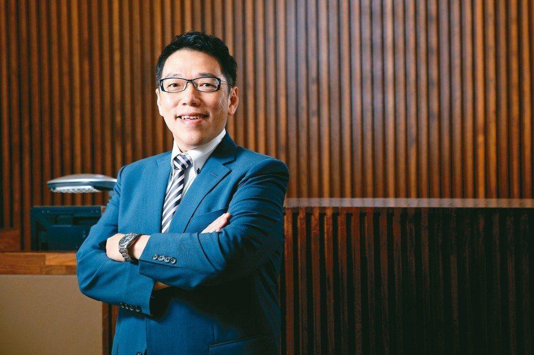 台灣金融研訓院院長黃崇哲領悟不順遂更要正向思維。 金融研訓院/提供