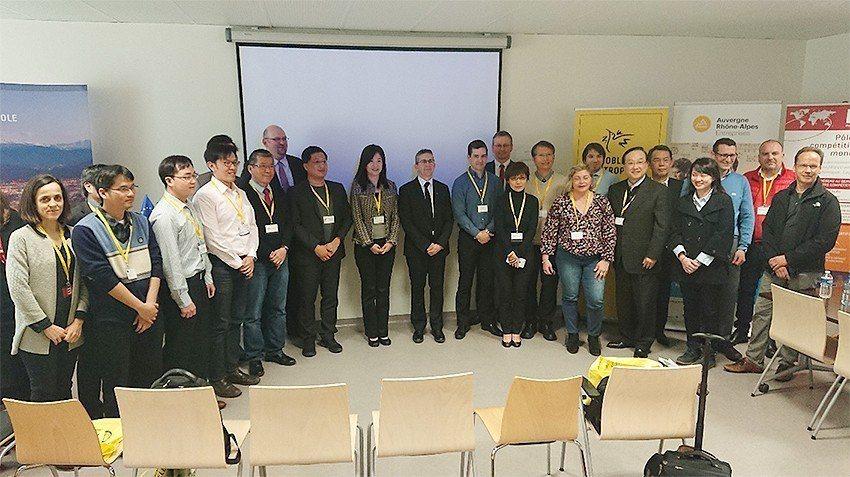 出席臺法科技產業商機媒合團與當地企業合影,右邊第13位為此次活動的東道主Gren...