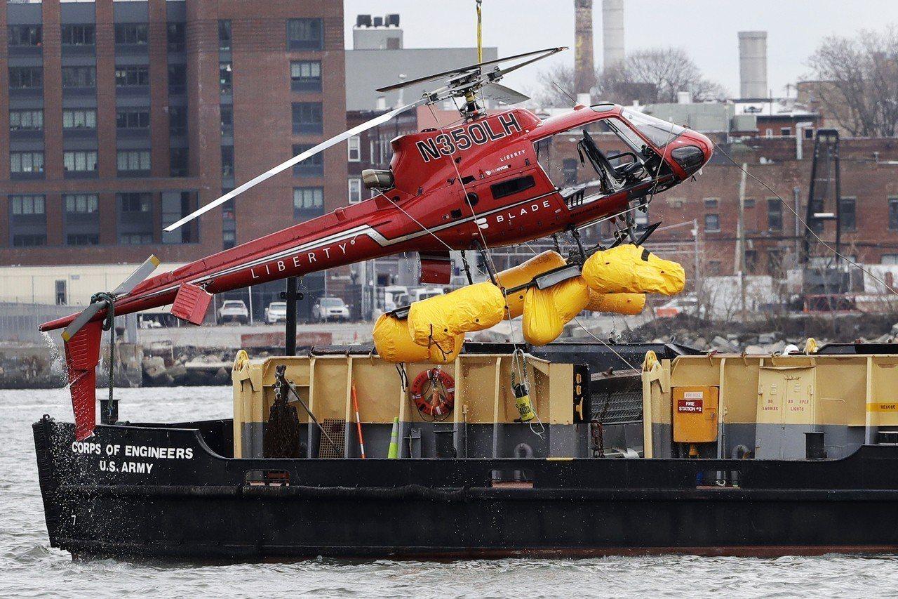 紐約市11日發生的觀光直升機墜河事件,墜機原因疑為一名乘客的背袋誤觸燃油緊急切斷...