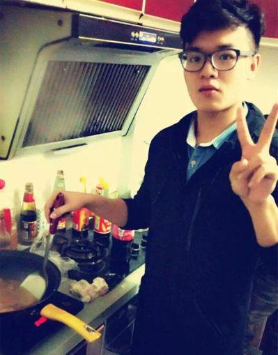 大四男生黃奇鑫為父母做早餐,餐點30天完全不重複。 圖/擷自楚天都市報