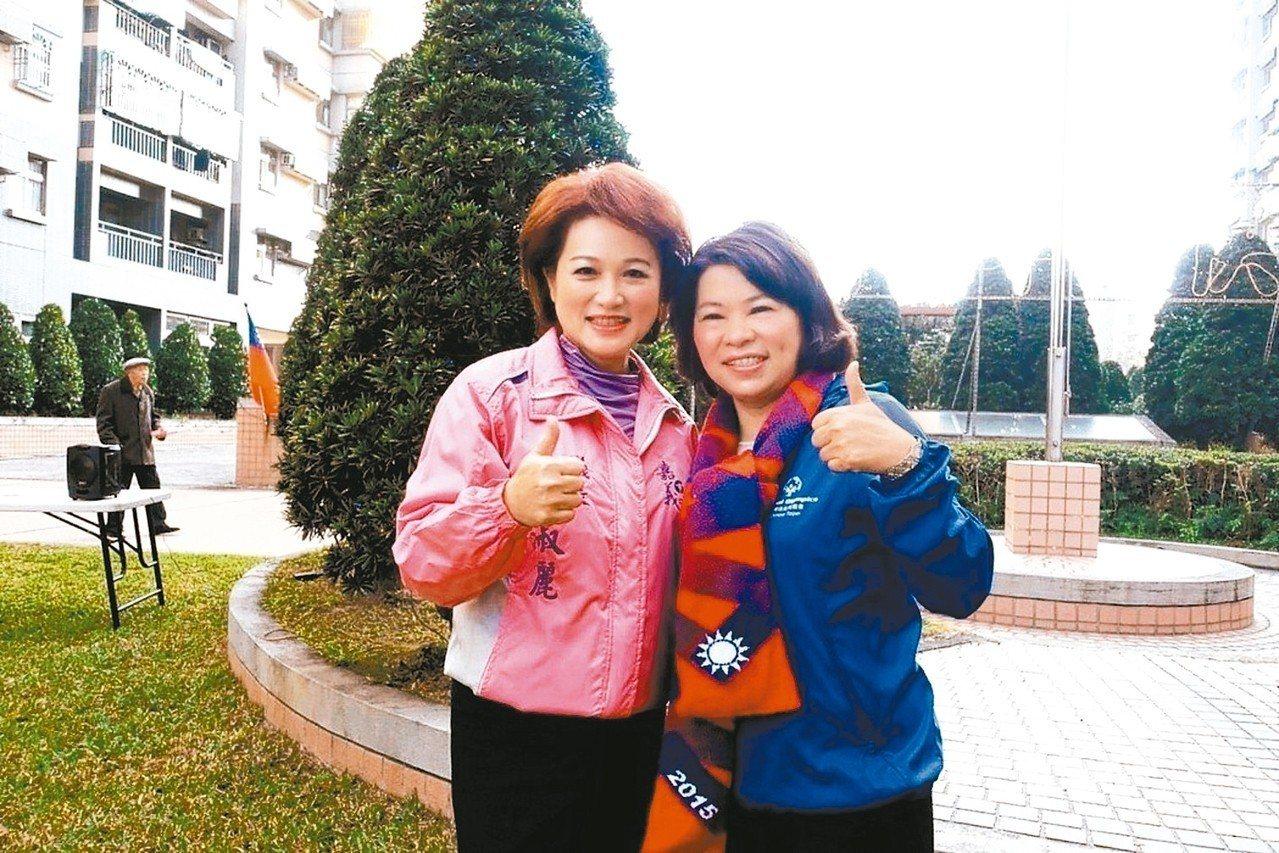 年底嘉義市長選舉,前市長黃敏惠(右)與議長蕭淑麗(左)分裂成定局。上屆競選落敗的...