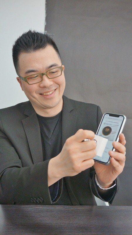 陳衍彰看到韓國智慧印章有可為,採合資方式在台灣推廣,大品牌、小企業都成為他的客戶...