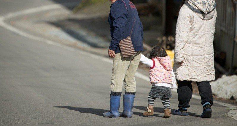 有人認為在外打罵孩子是教育過當。示意圖,報系資料照