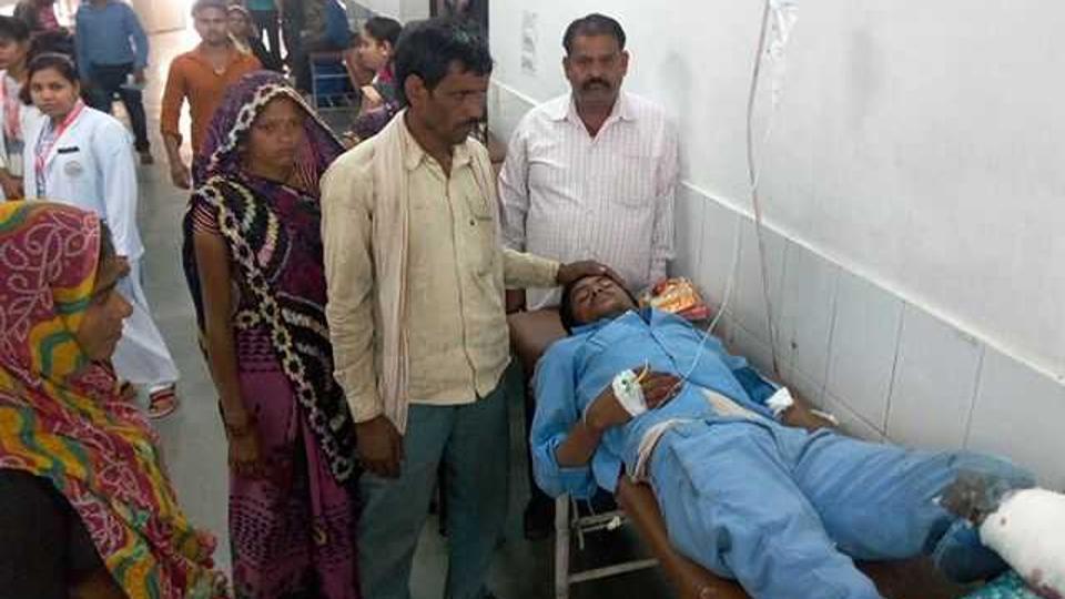 甘希耶姆因車禍導致左腿截肢被送入醫院。圖/取自《印度斯坦時報》