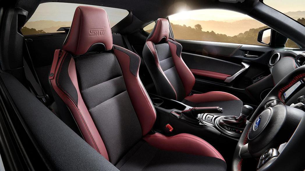 BRZ STI SPORT 內裝以大量紅色突顯戰鬥感。 摘自Subaru