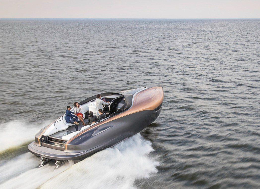 LEXUS運動概念遊艇於日本國際遊艇展獲得年度遊艇特別獎。 圖/LEXUS提供