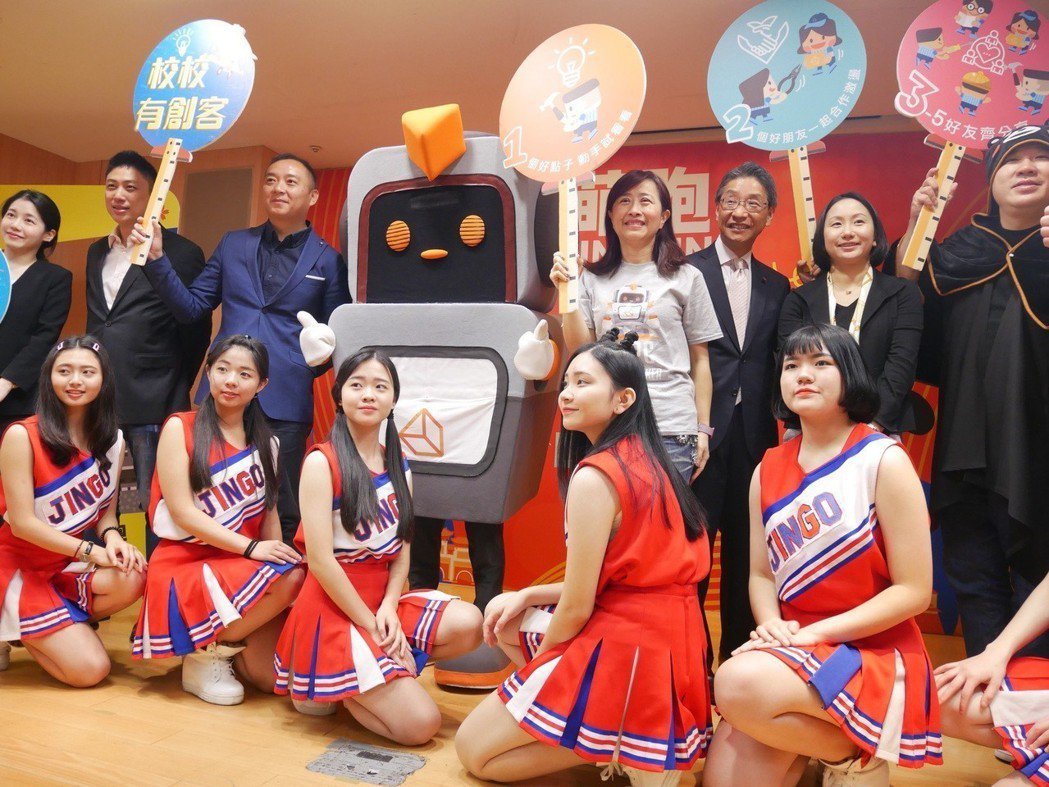 4月28日熊本熊來台 新北微風運河為陪伴而跑。 新北市教育局/提供。