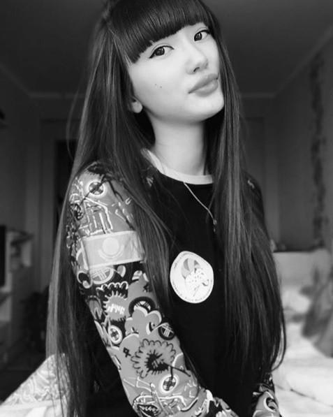 21歲的莎賓娜妝扮開始走成熟路線。 圖/擷自莎賓娜IG