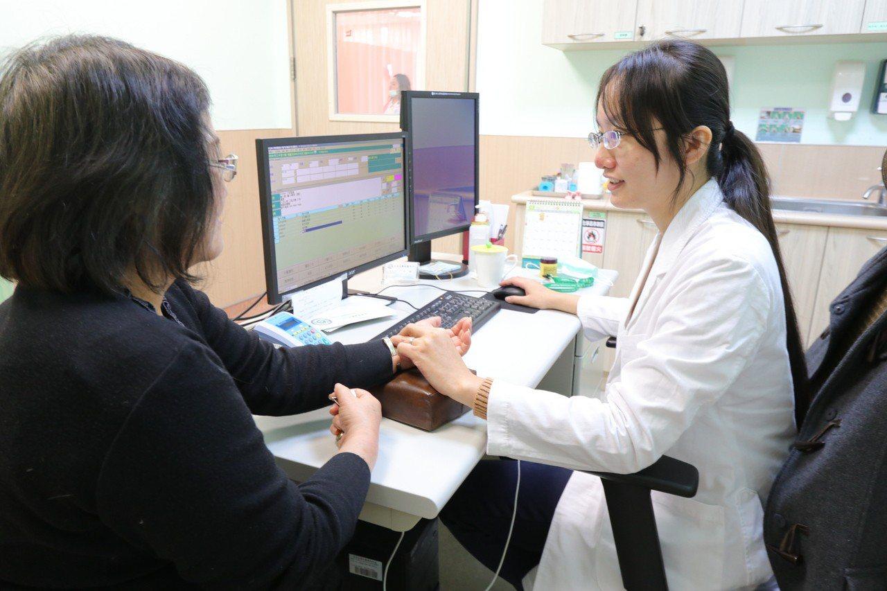 亞洲大學附屬醫院中醫科醫師陳媺岱表示,頭頸部的放射線治療最容易損害口腔唾液腺體的...