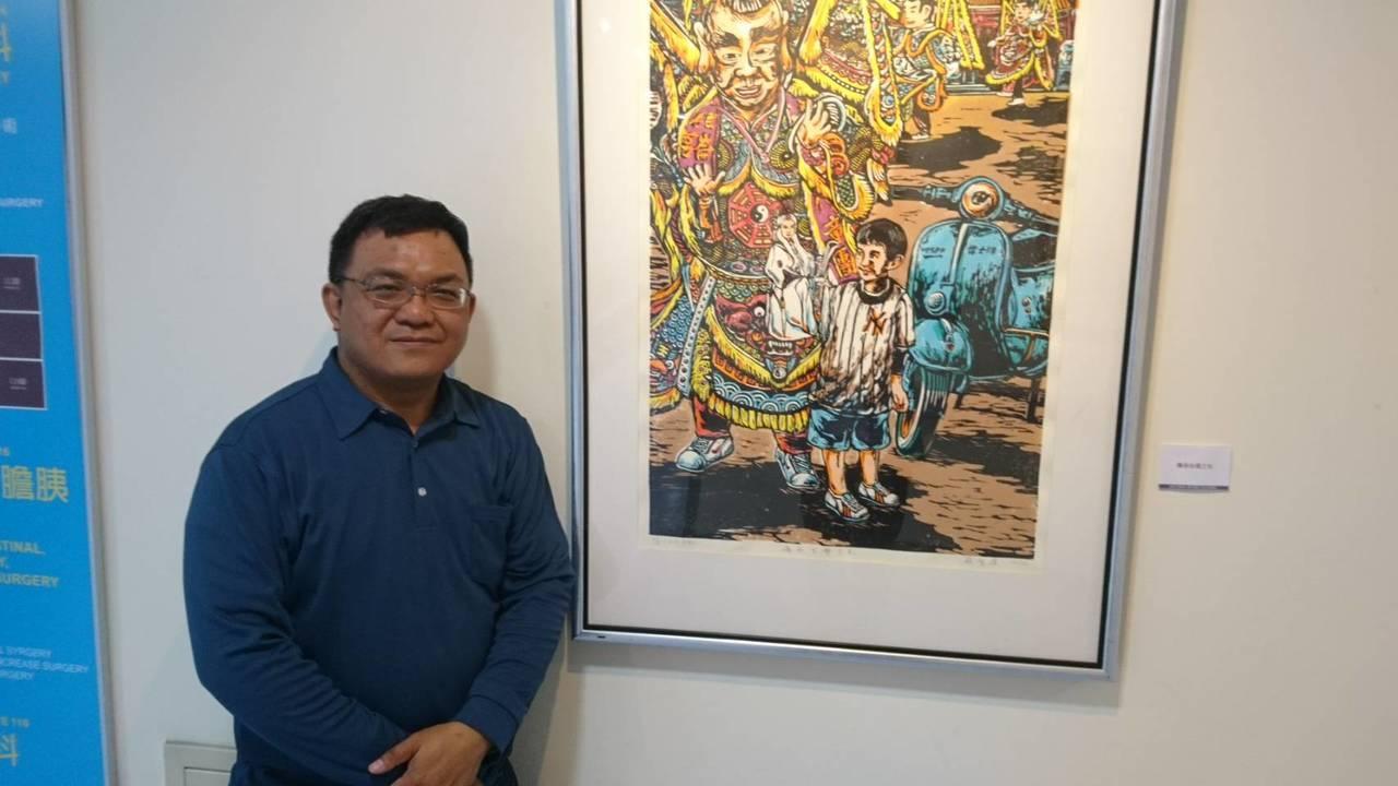 藝術家蘇智偉在版畫作品中巧妙融入彩蛋設計,讓觀眾可以從他的畫中找到趣味,也形成與...