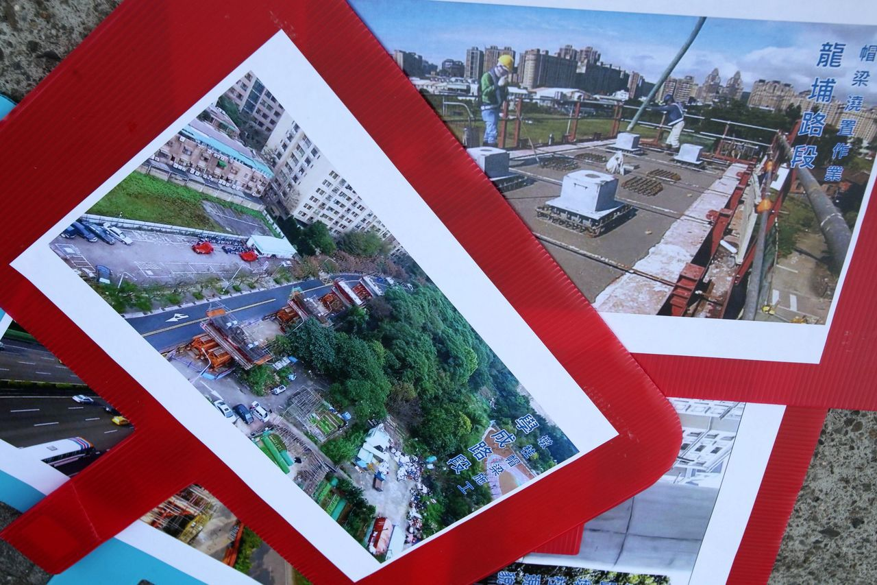 一張張三鶯線施工畫面,成為「踢館」鐵證。記者葉英豪/攝影