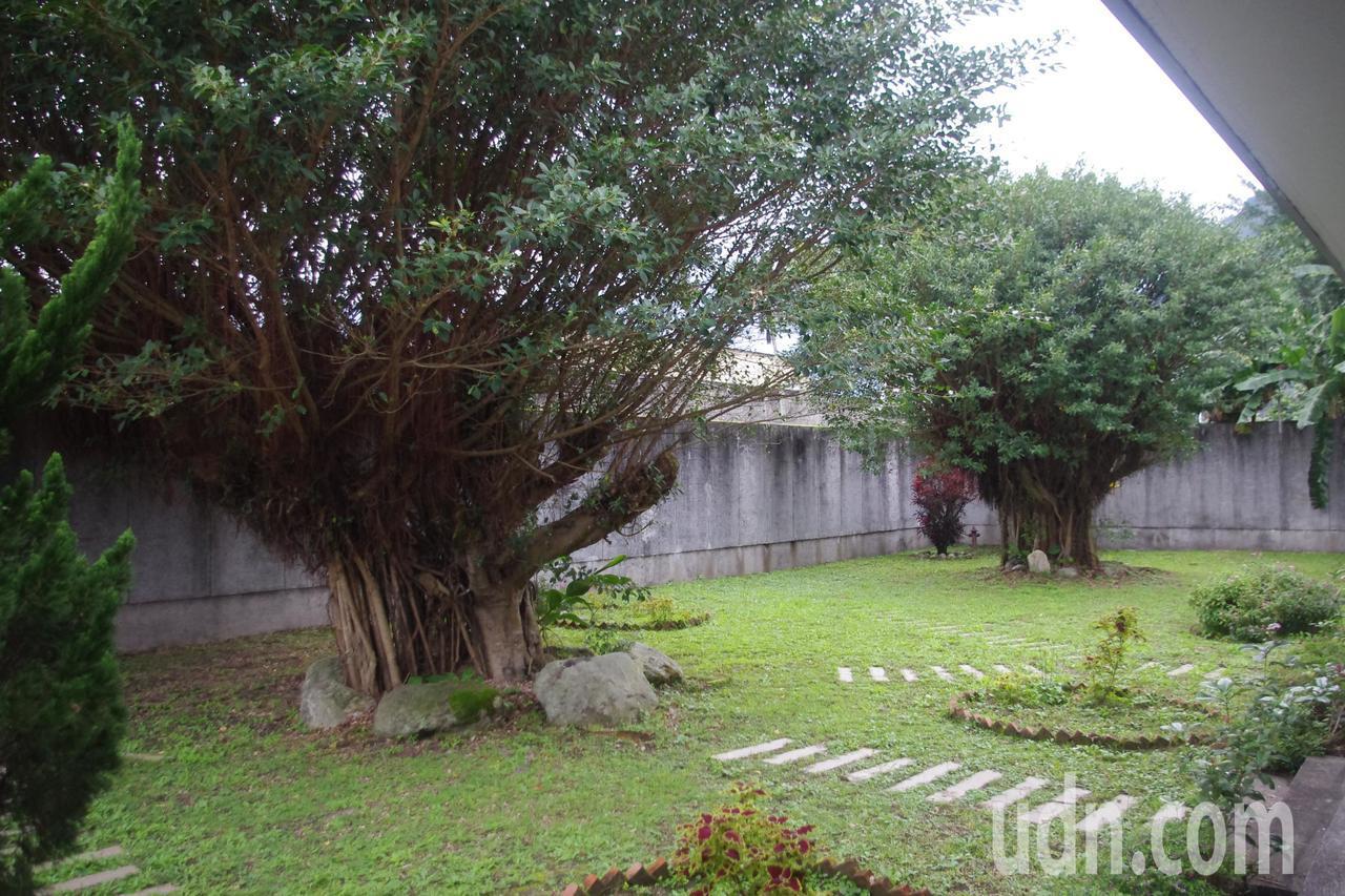 花蓮監獄懇親區庭園花木扶疏,讓受刑人可以和親友散心。記者王燕華/攝影