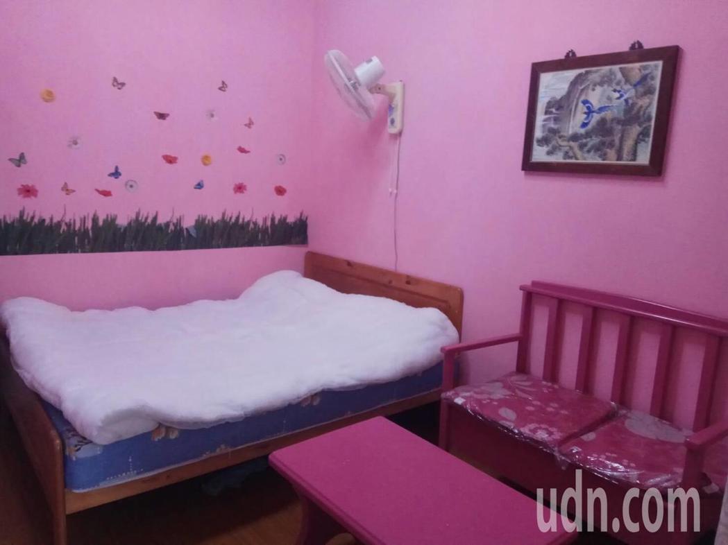 花蓮監獄懇親套房布置的溫馨又舒適,提供受刑人與另一半不受打擾的獨處空間,被戲稱「...