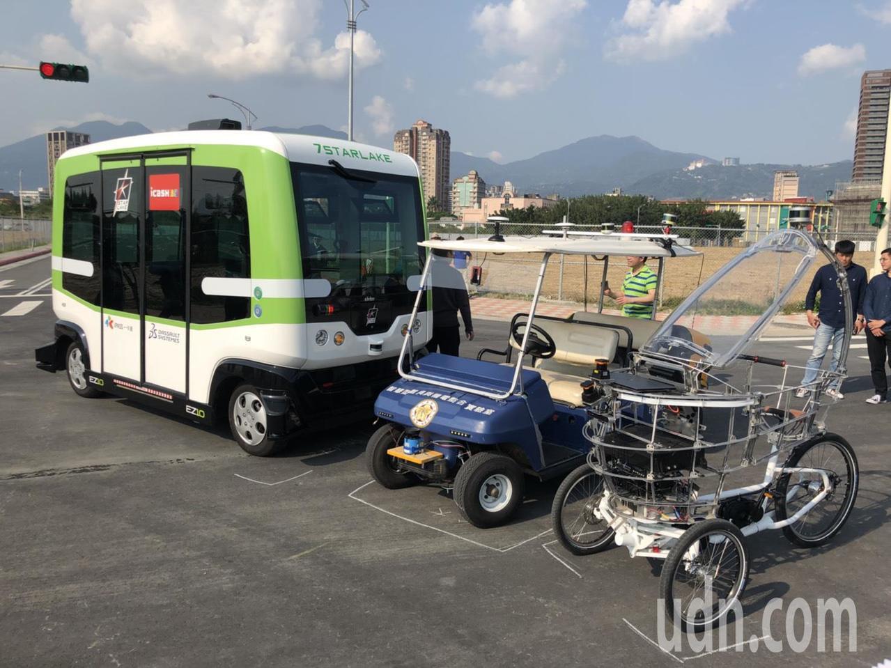 除了無人小巴外,今天曝光的還有台大設計的無人高爾夫球車,以及北科大設計的PEV自...