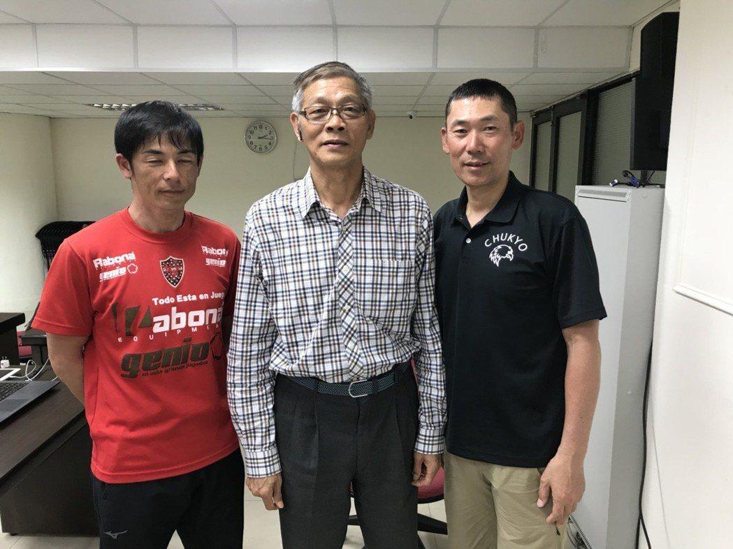 中京大學教練青戶慎司(右)是日本唯一的夏、冬季奧運雙棲男子國手。記者劉肇育/攝影