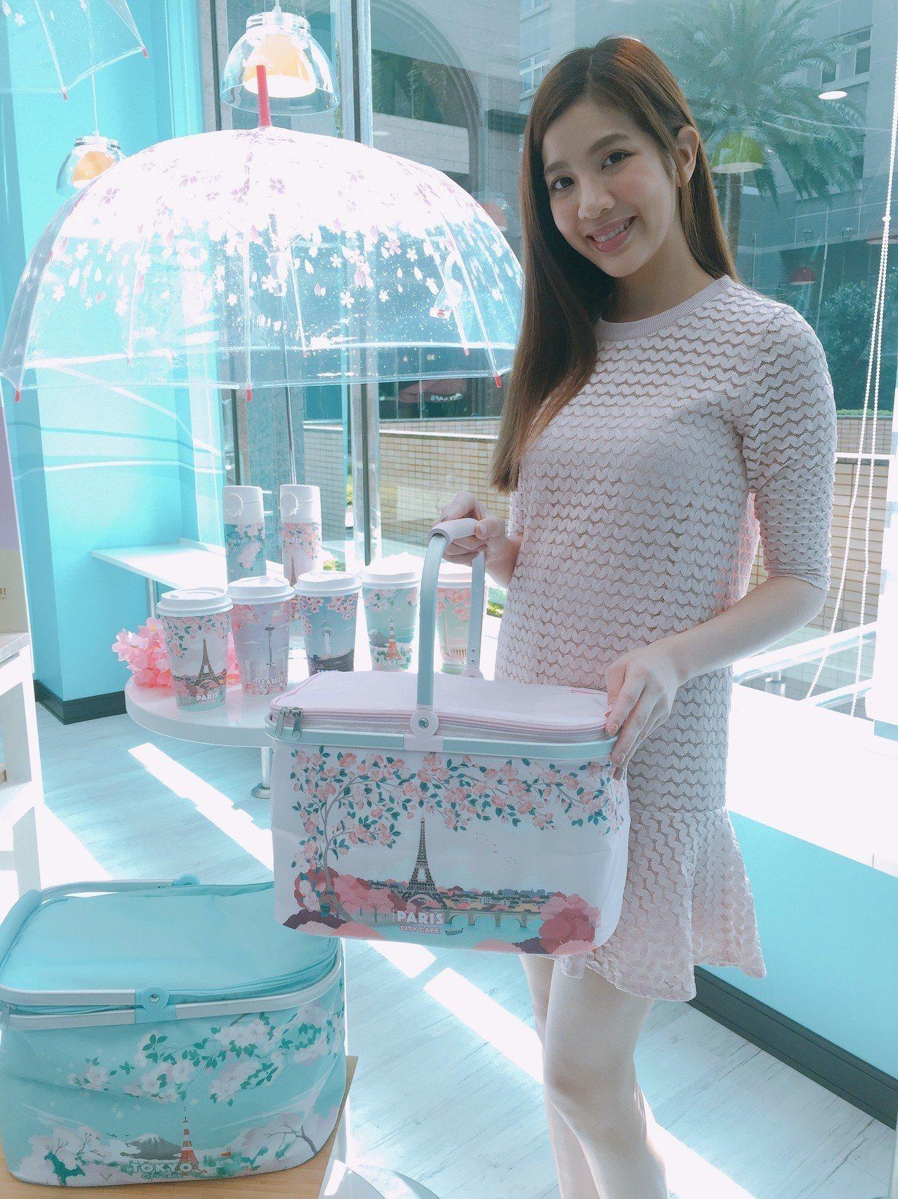 CITY CAFE城市櫻花季周邊商品限量預購保溫瓶及保冷提籃。圖/7-ELEVE...
