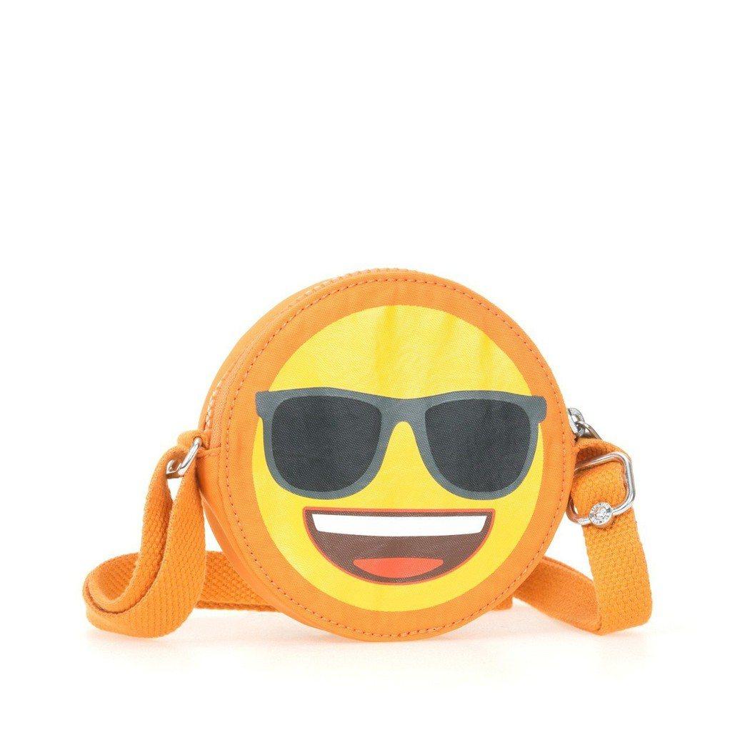 Kipling與emoji合作限定系列表情側背包,約1,980元。圖/Kipli...