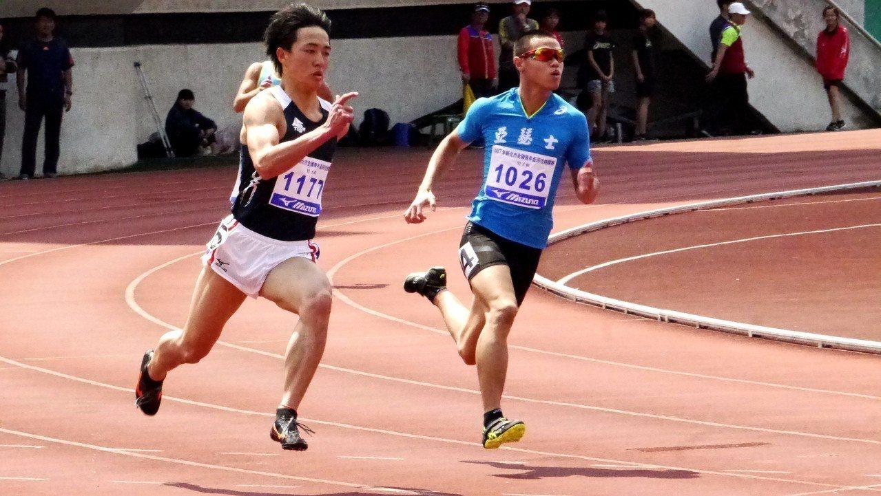 台體大葉守博(右)將力拚亞運200公尺達標成績。記者劉肇育/攝影