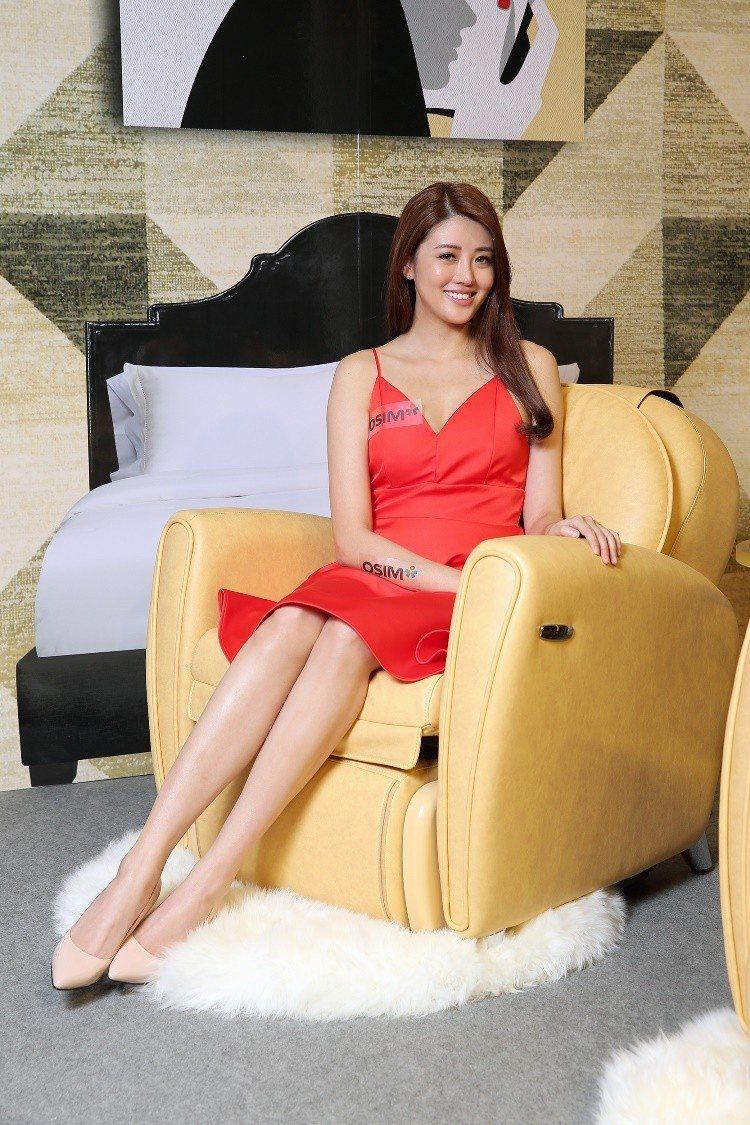 時尚人妻賴琳恩表示,外觀漂亮、坐起來舒服,還可以按摩的8變小天后,讓她一坐下就離...
