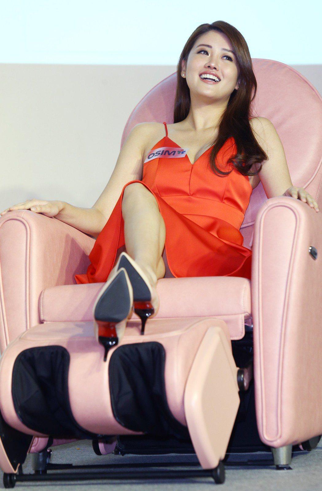賴琳恩為按摩椅代言。記者曾學仁/攝影