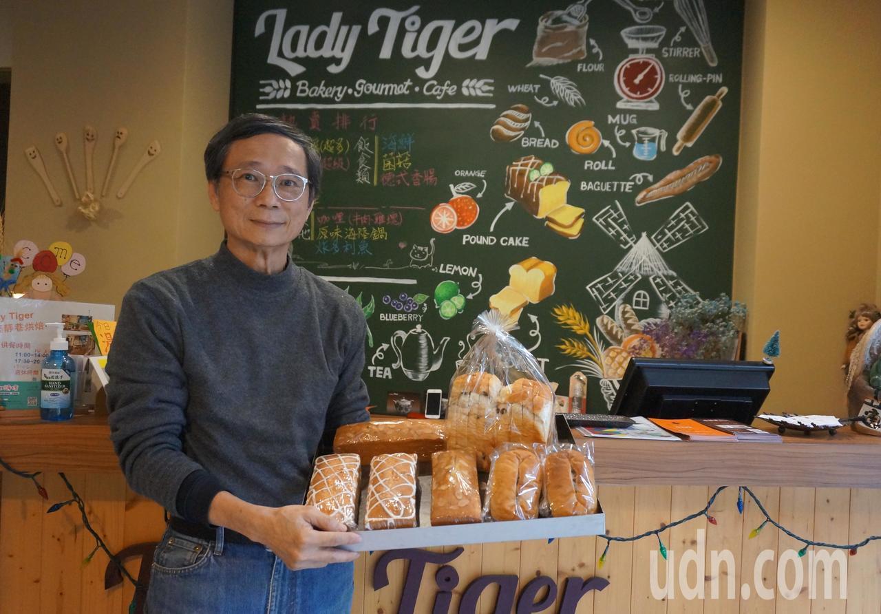 水利署前副署長吳約西退休後,與家人合開烘焙坊,在服務中學習卸下光環。記者洪敬浤/...