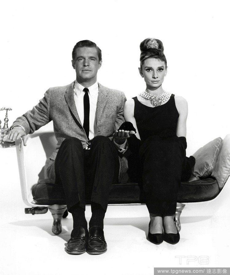奧黛麗赫本在電影《第凡內早餐》中穿著的黑色禮服,是紀梵希知名作品。圖/達志影像