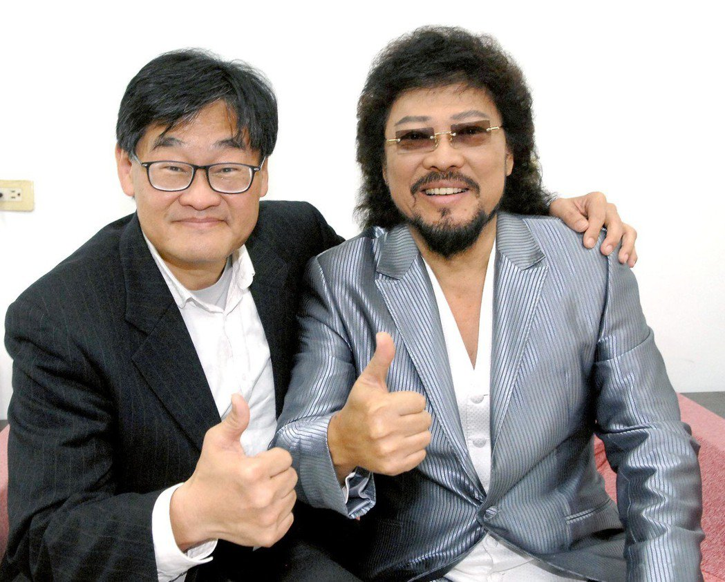 華視總經理莊豐嘉(左)拜訪張菲。圖/華視提供